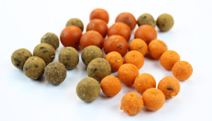 Some various flavors of bottom boilies.